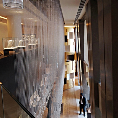 Marble coverings for stores, gris pulpis pillars for an internationally famous brand